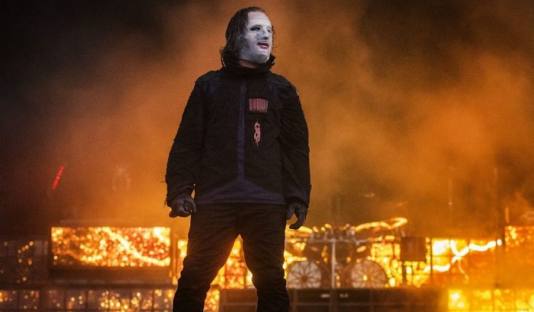 COREY TAYLOR of SLIPKNOT: 'There Are Too Many F**king Guns In America'