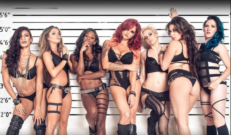 Slipknot Corey Taylor's Wife Alicia Dove Shares a Hot Photo With 6 Girls